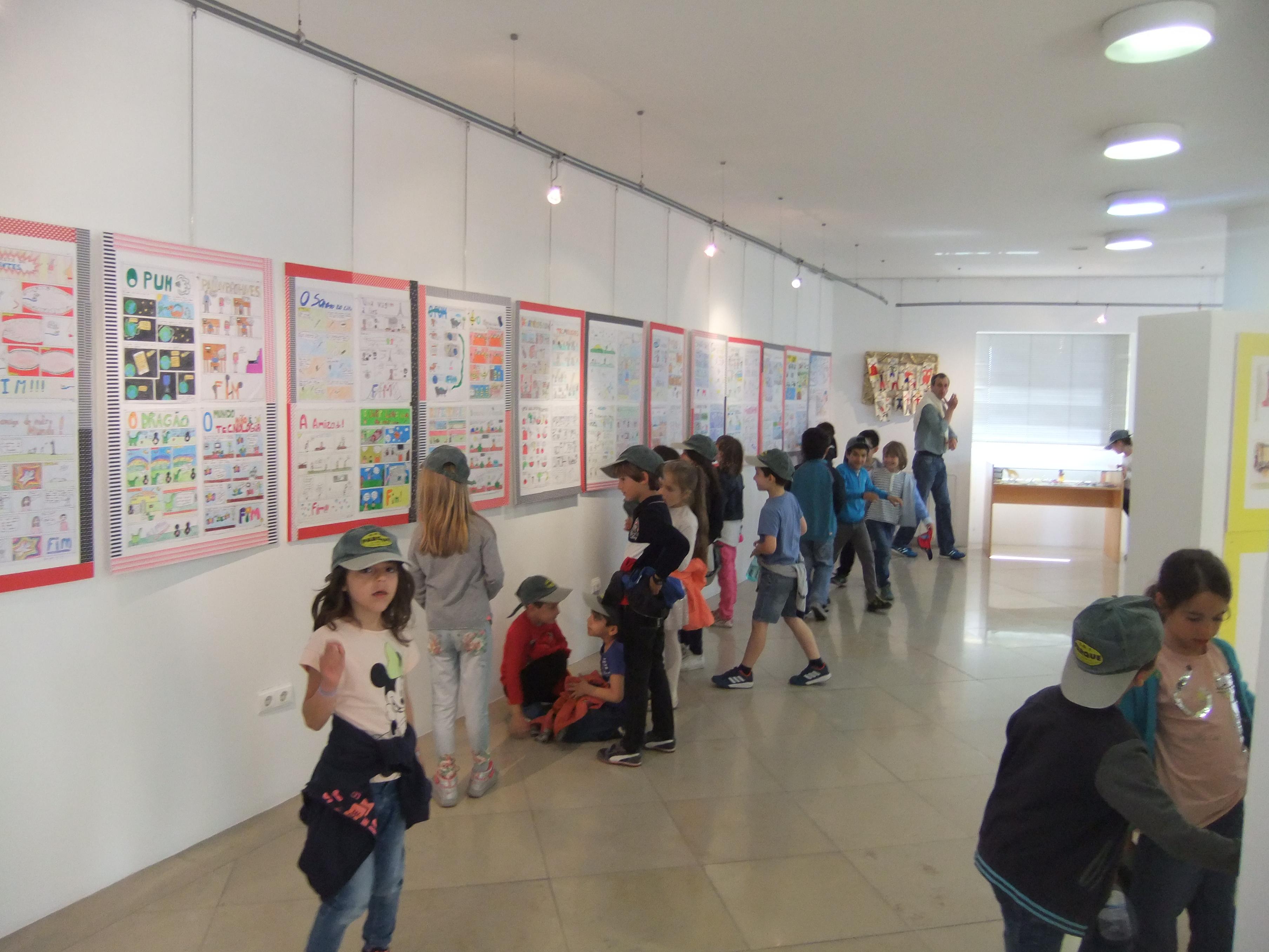 Visita à Exposição Narrativas Gráficas na Biblioteca Municipal